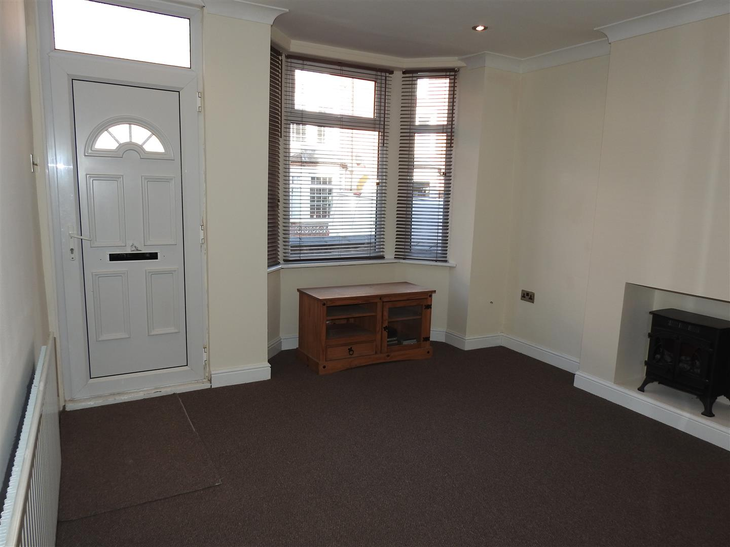 3 Bedrooms Terraced House for sale in Derbyshire Lane, Hucknall, Nottingham